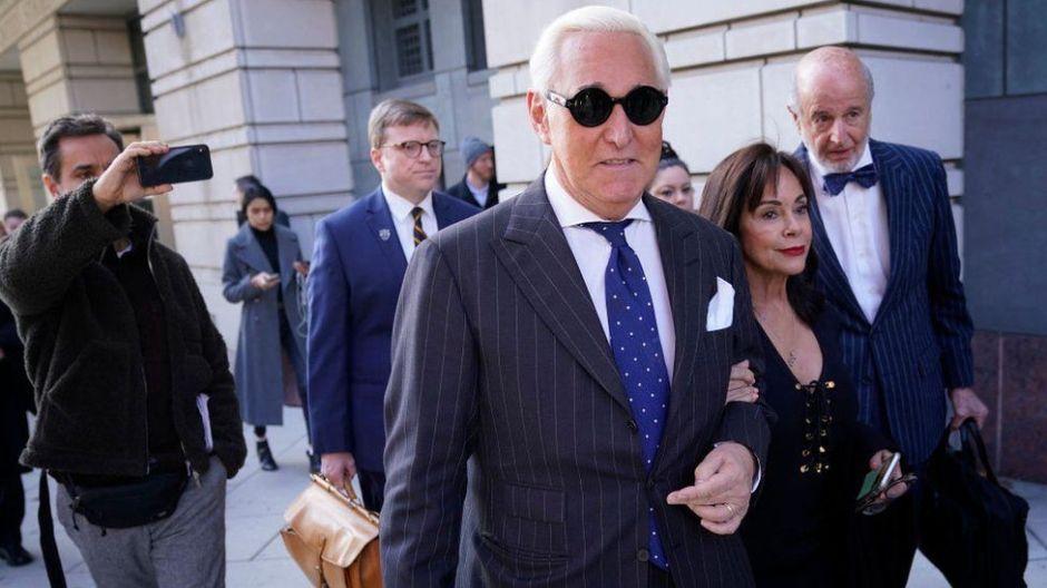 Roger Stone: Trump conmuta la pena a su amigo y exasesor condenado a prisión por mentir al Congreso