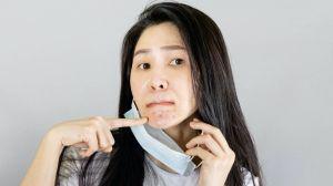"""¿Sufres de """"maskne""""? Qué es y cómo puedes evitarlo"""