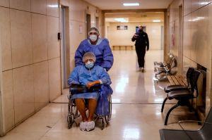 Golpean y queman casa de enfermero en Argentina por contagiarse de coronavirus