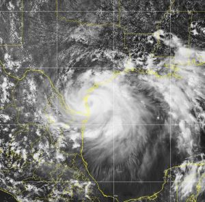 El huracán Hanna toca tierra en Texas con fuertes vientos y lluvias