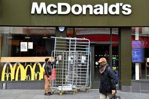 Un empleado de McDonald's fue atropellado por un vehículo después de discutir con un cliente al entregar una orden equivocada en Georgia
