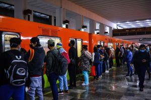 VIDEO: Así fue el enfrentamiento entre comerciantes y policías en el Metro de México