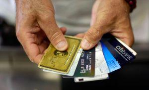 La pandemia habría logrado que los estadounidenses disminuyeran la deuda de sus tarjetas de crédito