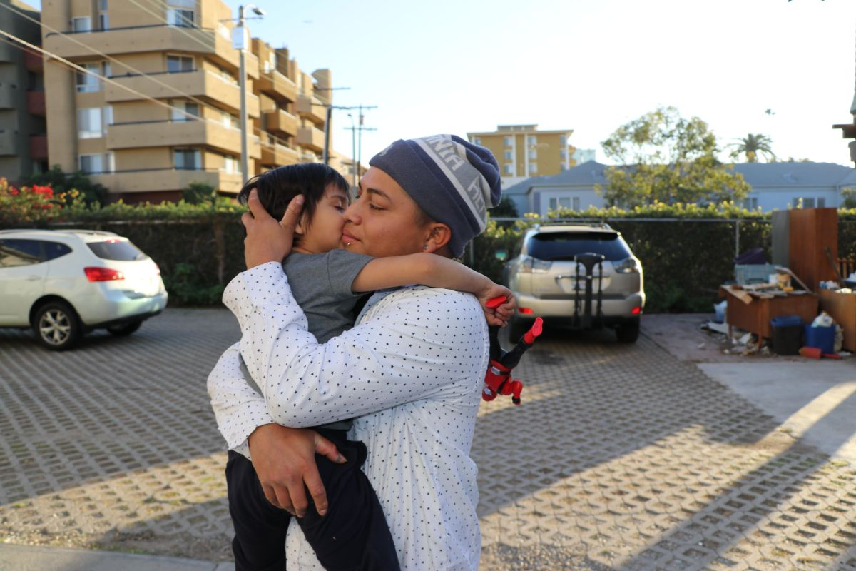 Padre e hijo, solicitantes de asilo, pierden su hogar en incendio