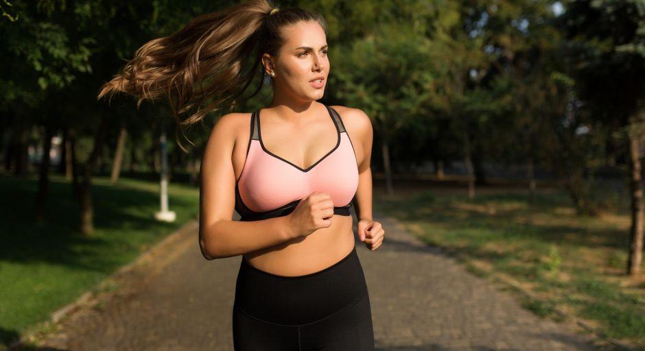 Las mejores piezas de ropa deportivas para mujeres plus size
