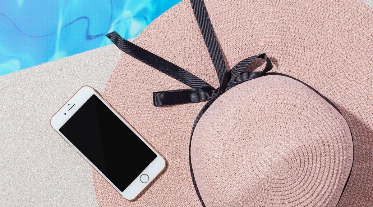 4 fundas de celular a prueba de agua que no pueden faltarte este verano