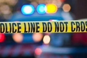 Arrestan a hombre que escupió sangre en el ojo a una policía