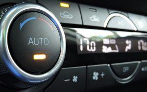 Para que sirve el botón de recirculación de aire en los autos
