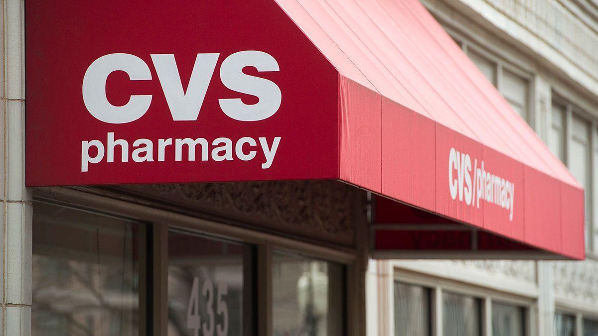 CVS comienza a administrar la vacuna covid-19 en ocho farmacias en Illinois y una de Chicago