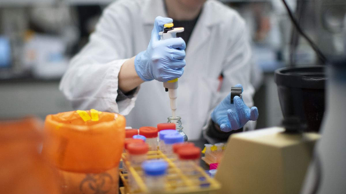 No ampliarán la elegibilidad para la vacuna contra el coronavirus en la Fase 1B en Chicago y el Condado de Cook