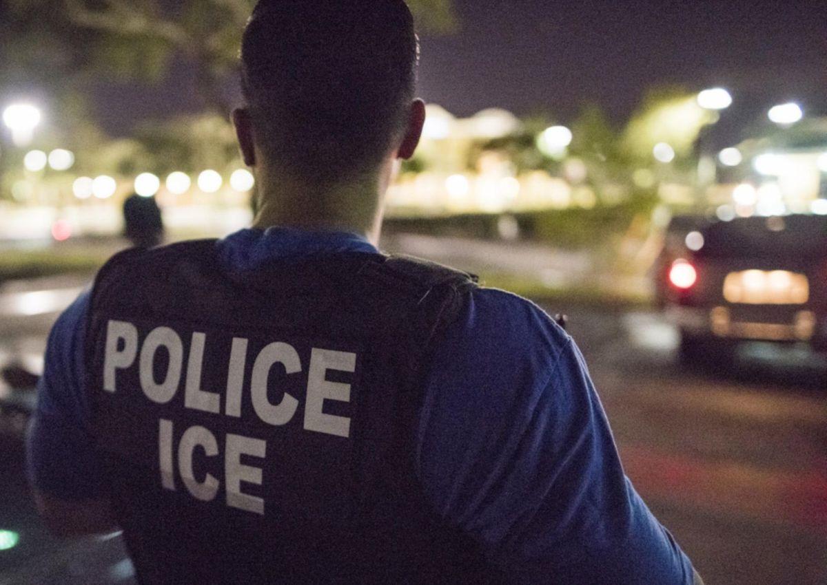 ICE deportó en forma acelerada a joven 'dreamer', acusan abogados.