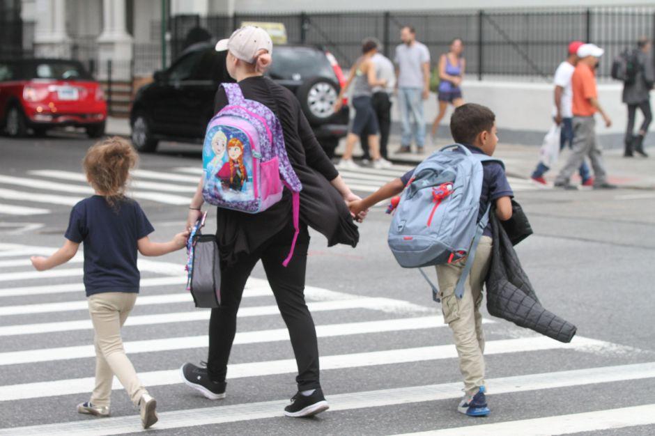 La mitad de las familias latinas barajan no mandar a los hijos a la escuela