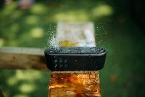 4 parlantes bluetooth y a prueba de agua por menos de $40 para disfrutar en el exterior