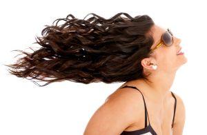 ¿Cómo funciona el aceite de romero para estimular el crecimiento del cabello?