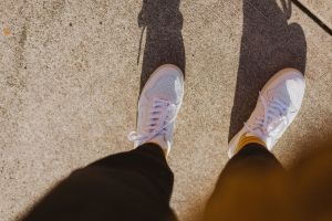 Tenis blancos para hombre: Las mejores opciones de tus marcas favoritas como Nike, Reebok, y más