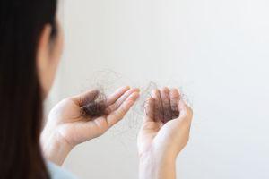 ¿Caída de cabello por estrés? 4 ingredientes que ayudan a frenarlo y fortalecerlo
