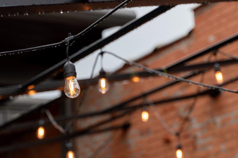 Ilumina tu jardín: las mejores lámparas que no necesitan de un enchufe para funcionar