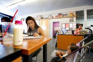 LAUSD aprueba acuerdo con los maestros para comenzar el año escolar con aprendizaje a distancia