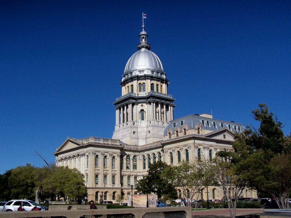 Poderosos funcionarios electos en Illinois exceden los límites en contribuciones políticas