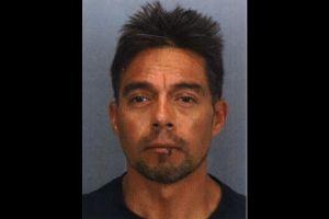 Hombre atraviesa con su camioneta puerta de seguridad de una cárcel californiana
