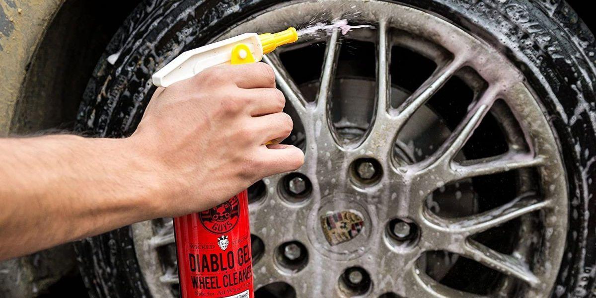Los 4 mejores productos para limpiar las llantas de tu auto y dejarlas como nuevas