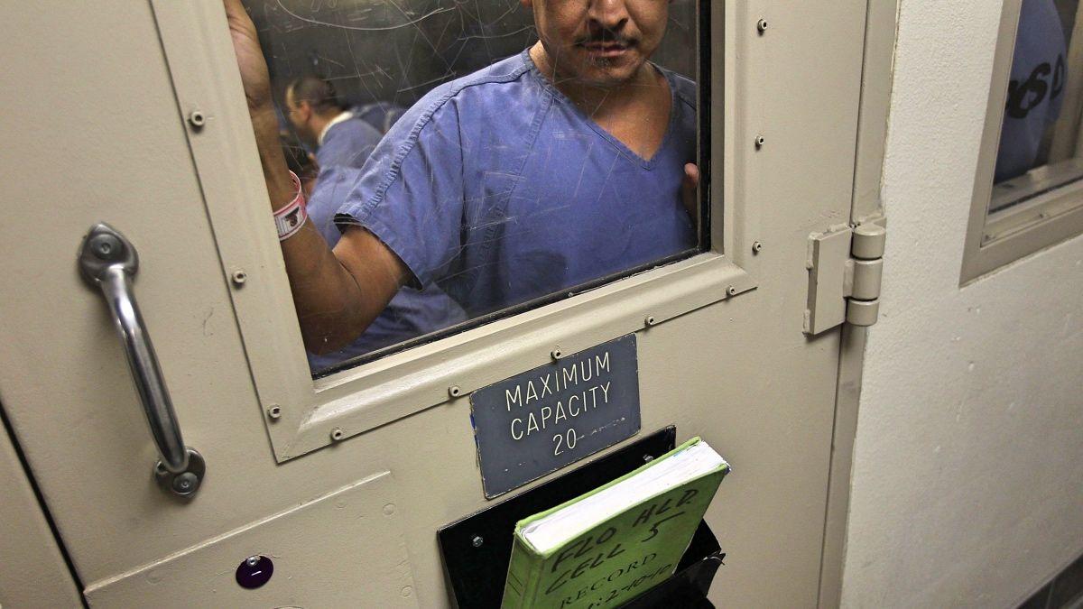Dos reclusos se quejan de que, además, la calidad de las llamadas es mala.