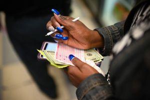 Las ventas de la Lotería se disparan durante la pandemia de coronavirus y recaudan más dinero para las escuelas de Texas