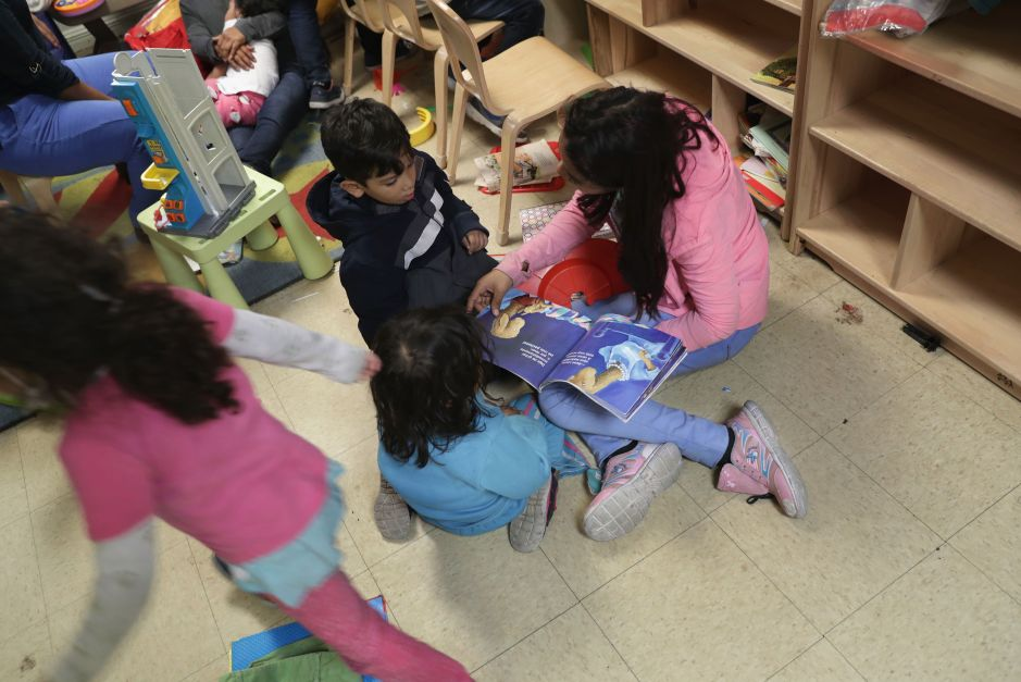 Jueza regaña a ICE por inclumplir orden sobre niños migrantes