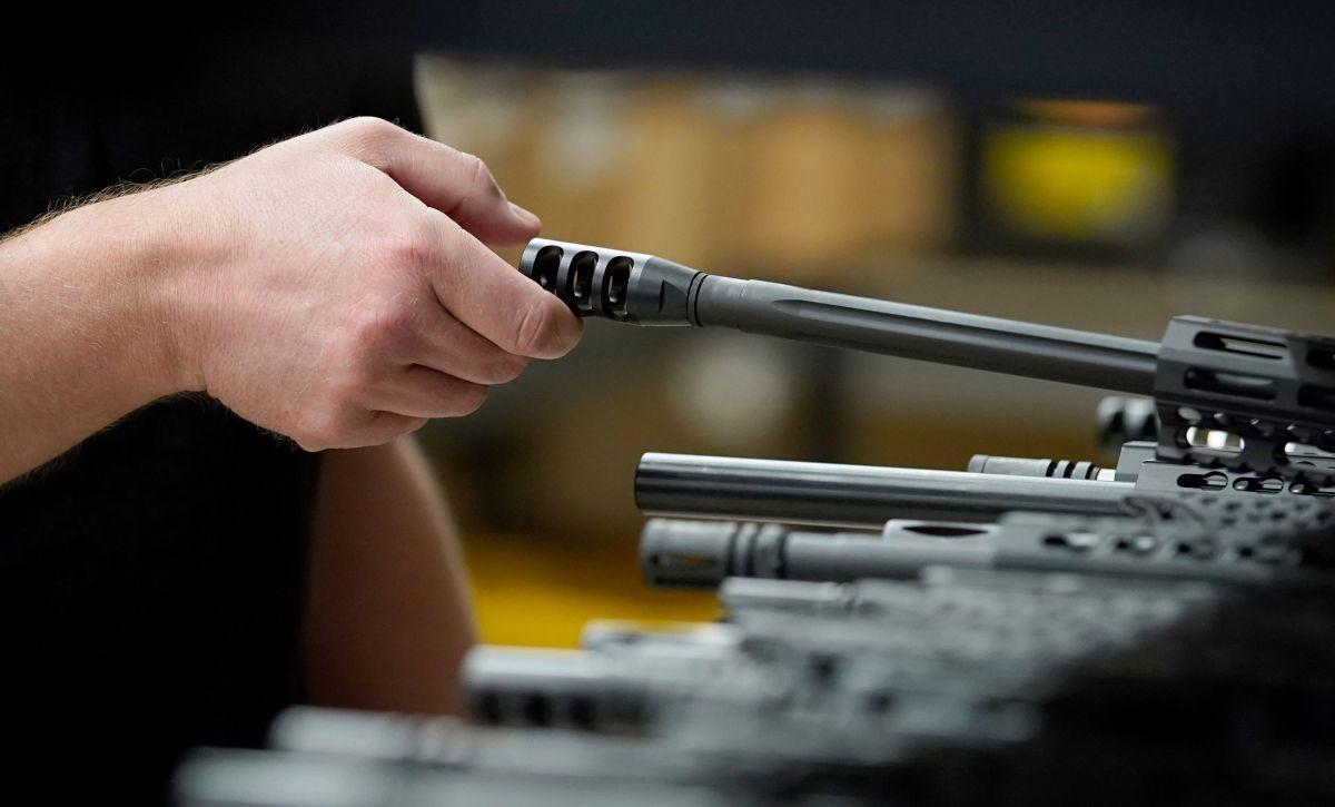 Mientras muchos negocios sufrieron por los cierres la venta de armas se fortaleció.