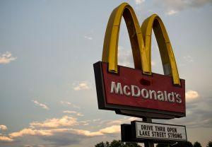 McDonald's demanda a su expresidente por ocultar relaciones con empleadas