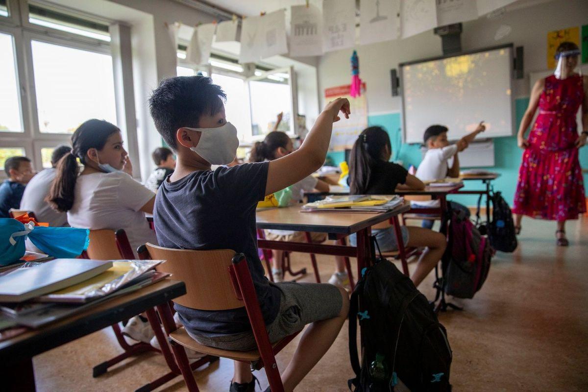 El Sindicato de Maestros de Chicago ha pedido medidas de seguridad adicionales y expresó su preocupación por un posible aumento a medida que comienza el año escolar.