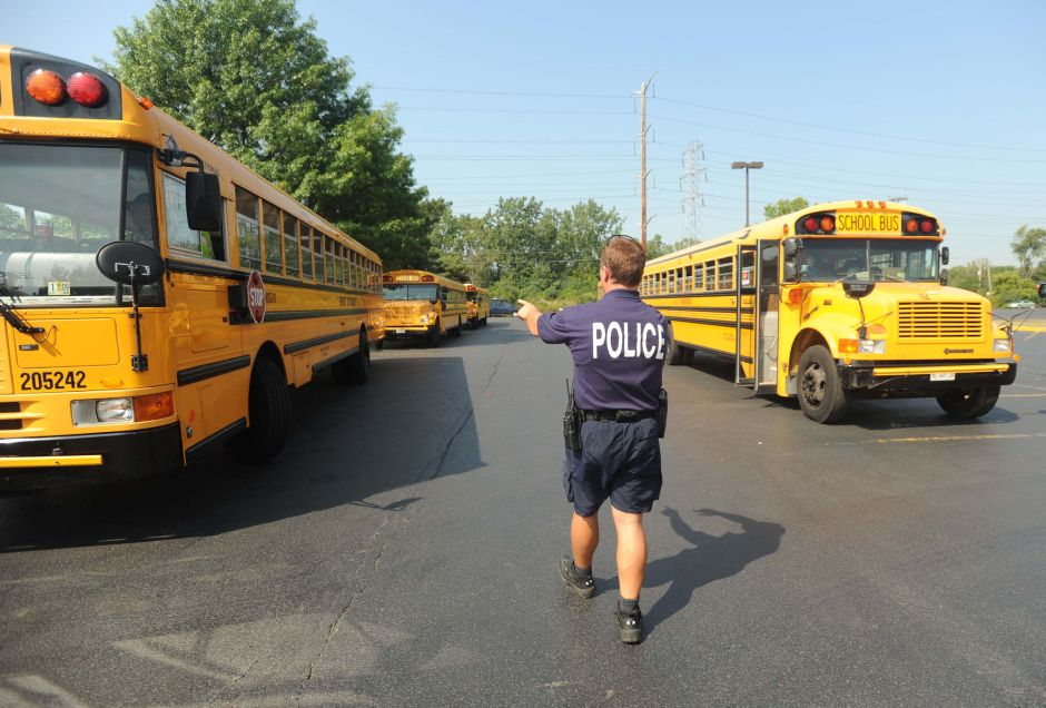 La Junta de Educación de Chicago mantiene el contrato de la policía escolar, pero promete un nuevo plan de seguridad
