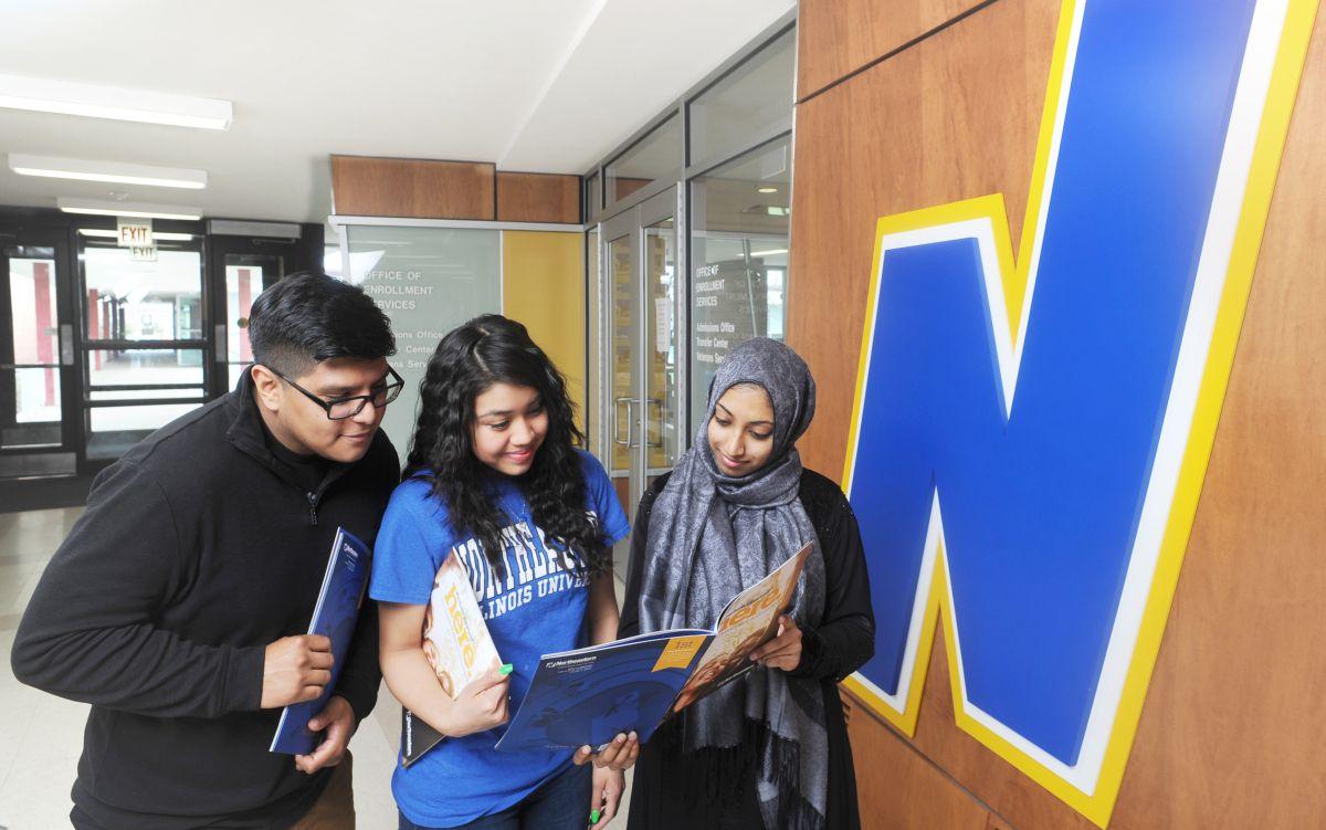 La Universidad Northeastern Illinois ofrece apoyo y flexibilidad a estudiantes para que sigan sus estudios