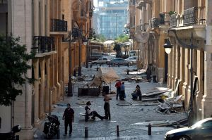 La desesperada acción de un padre para proteger a su hijo de la explosión en Beirut