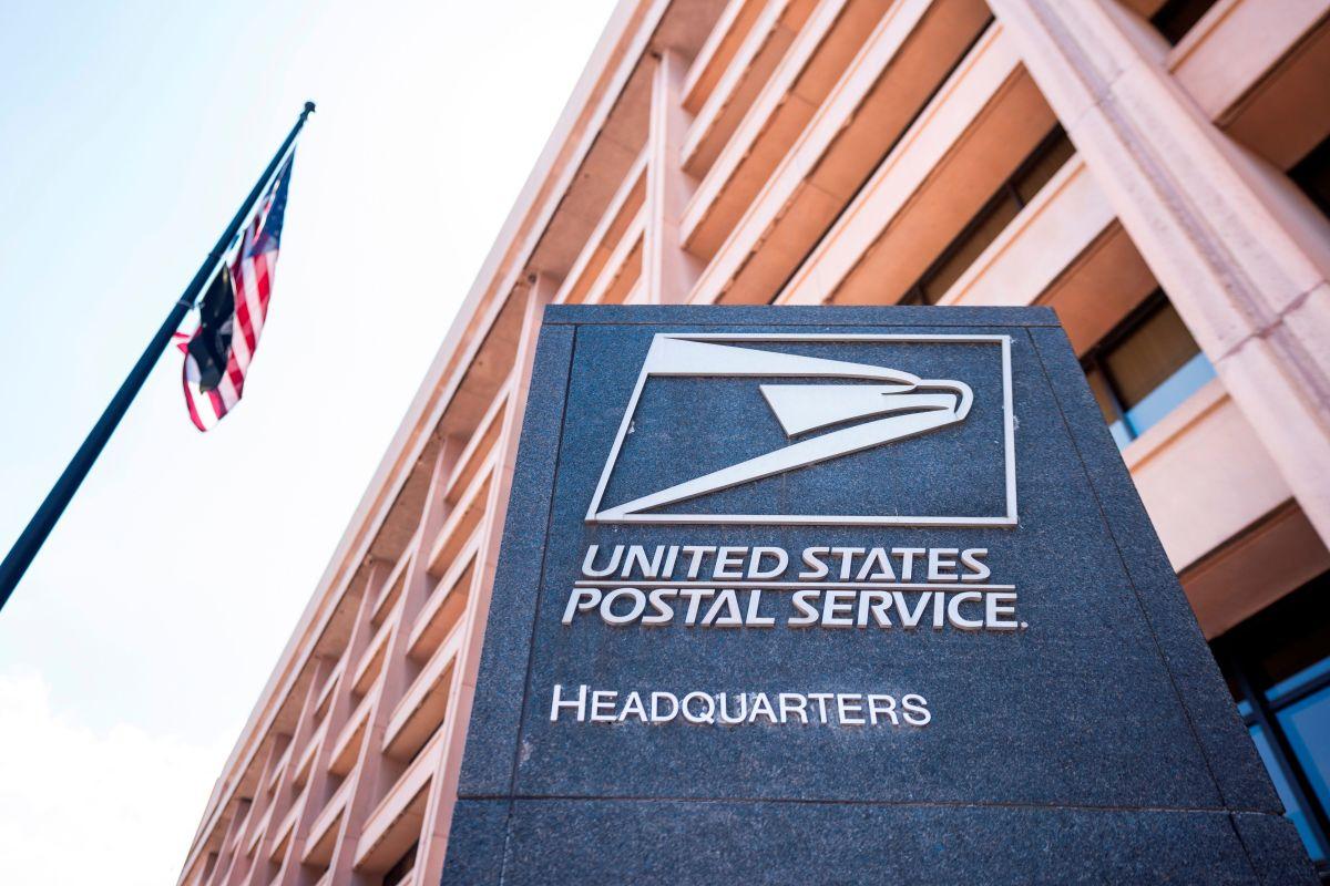 Demandan a Trump para detener los cambios al Servicio Postal