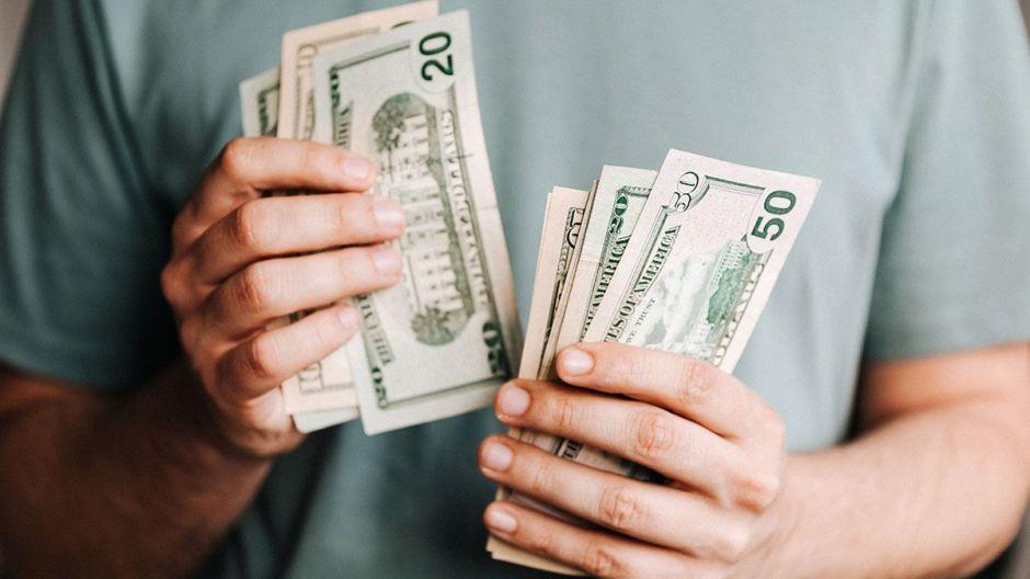 Trump anunció que dará $400 semanales a desempleados, pero algunos podrían recibir solo $300. Te decimos por qué