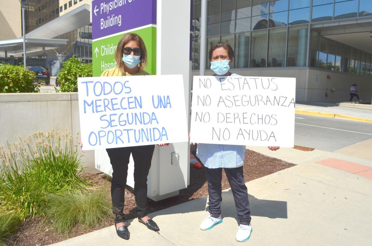 Con una huelga frente a hospital, luchan por salvar la vida de pacientes indocumentados en plena pandemia de covid-19