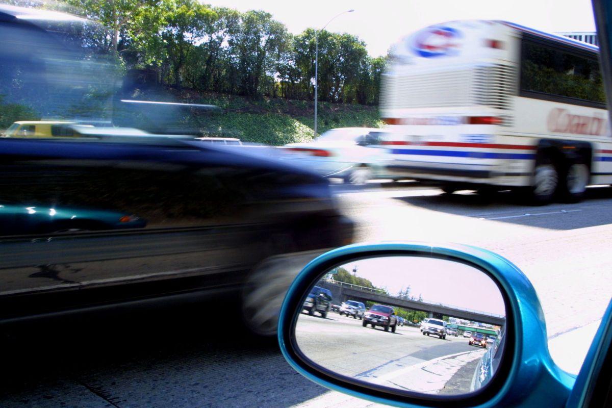 Balean a un hombre mientras manejaba por la autopista Eisenhower en el oeste de Chicago