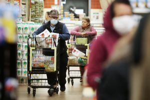 Entrega de cheque de estímulo impulsa las ventas de Walmart