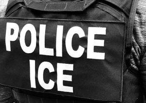 """Activistas alertan que ICE """"baña"""" con potente químico a inmigrantes cada 30 minutos contra coronavirus"""