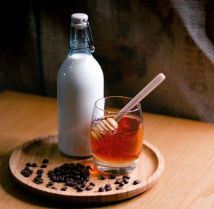 Lo que un vasito de leche y miel a diario puede hacer por tu salud