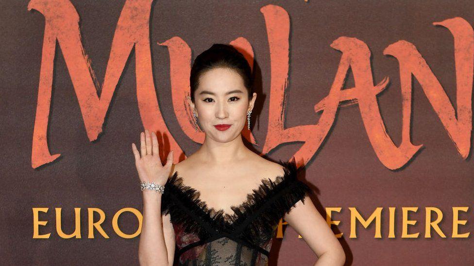 """El lanzamiento de la nueva """"Mulan"""" de Disney estaba programado para marzo."""