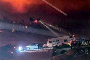 Pilotos que rescataron a 242 personas del Creek Fire en California reciben reconocimiento