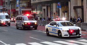 Adolescentes robaron y chocaron un auto con un recién nacido adentro en Queens
