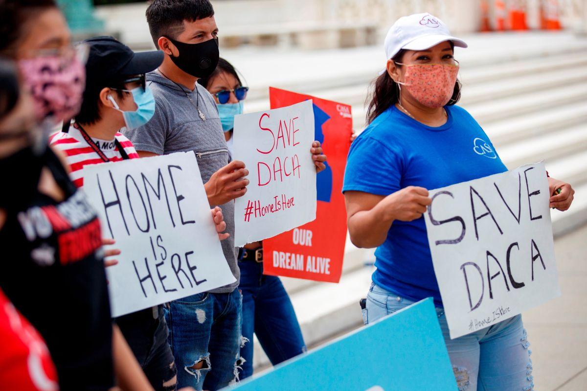Estudiantes con DACA podrán aplicar por apoyos de Ley CARES.