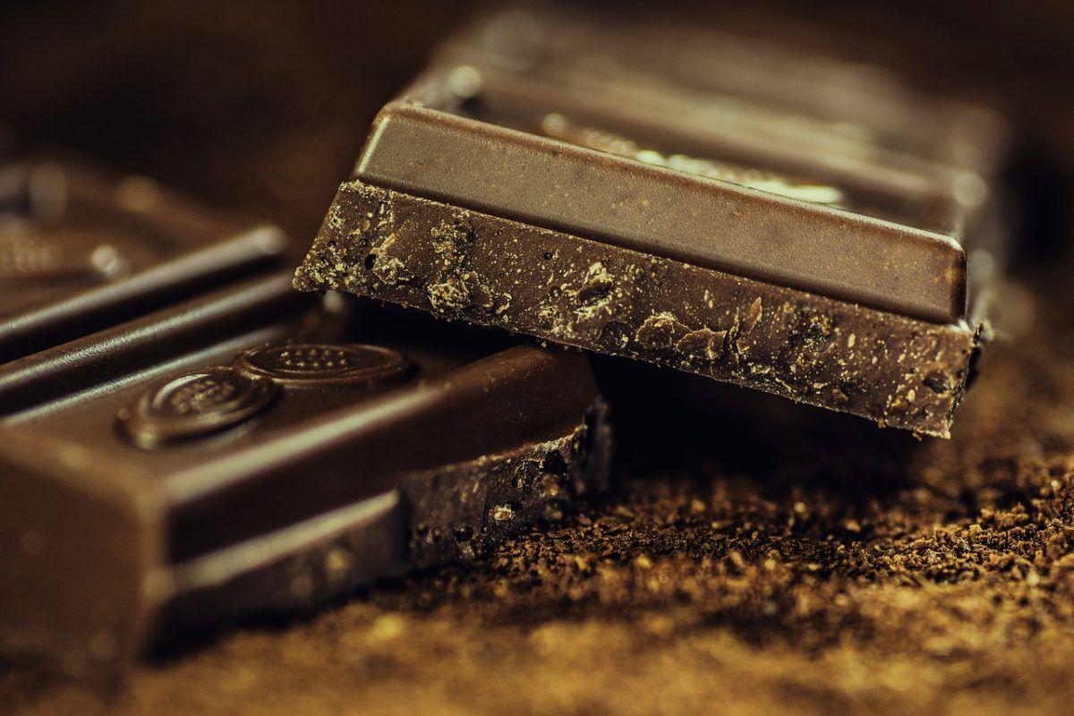 El chocolate es rico en magnesio, un mineral que puede reducir los dolores de cabeza.
