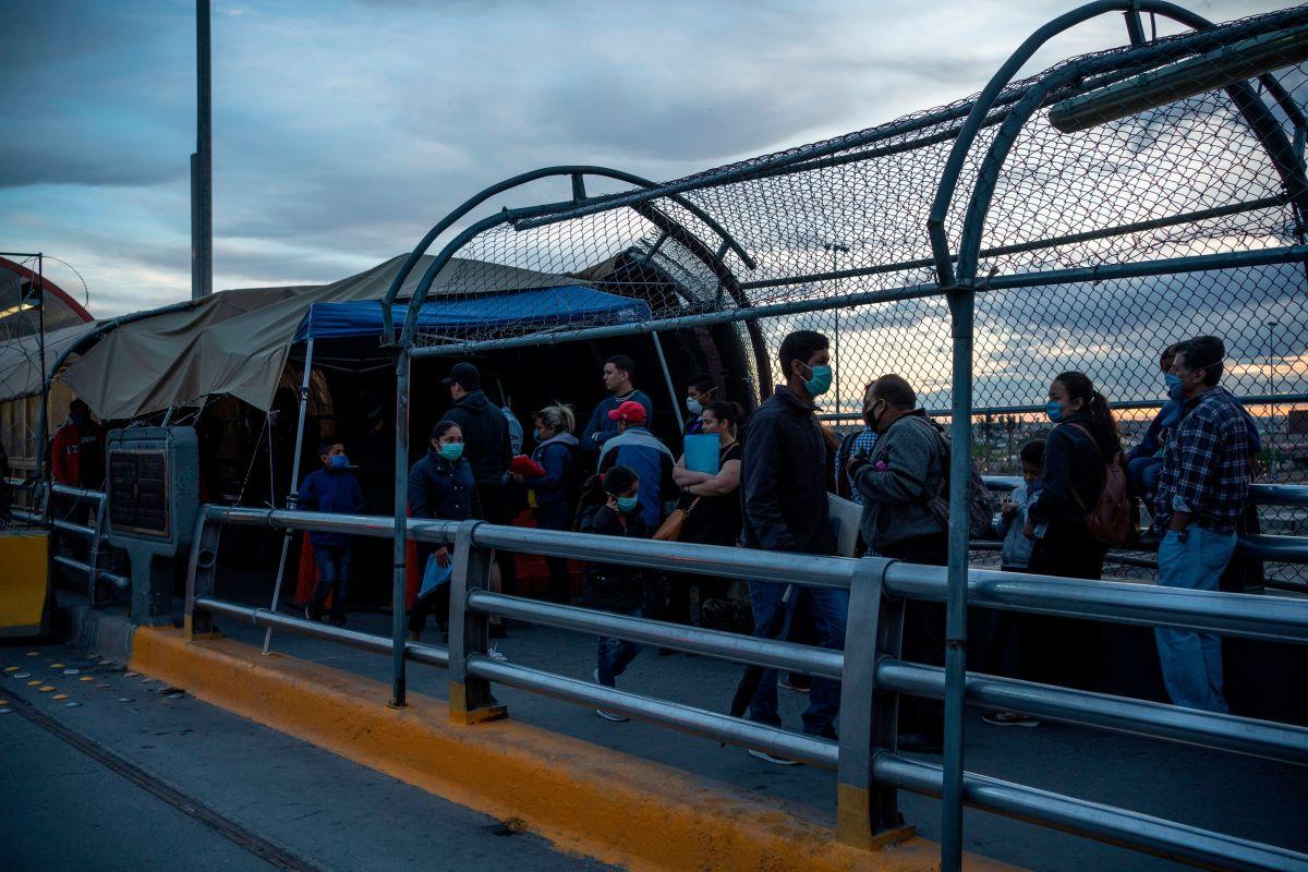 Elida dejó a su hijo en el puente que conecta Ciudad Juárez, México, y El Paso, Texas.