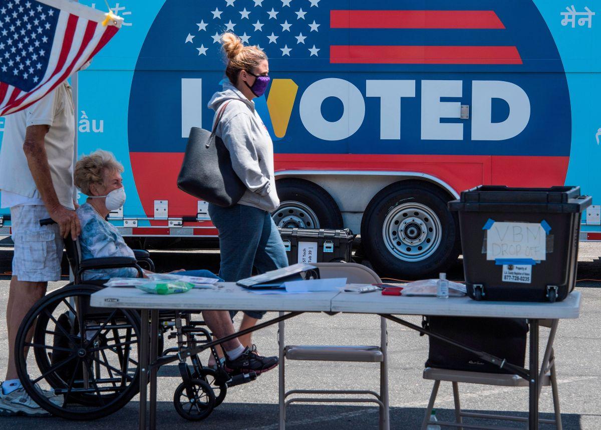 Comienza la elección temprana y los demócratas muestran ventaja en cuatro estados clave