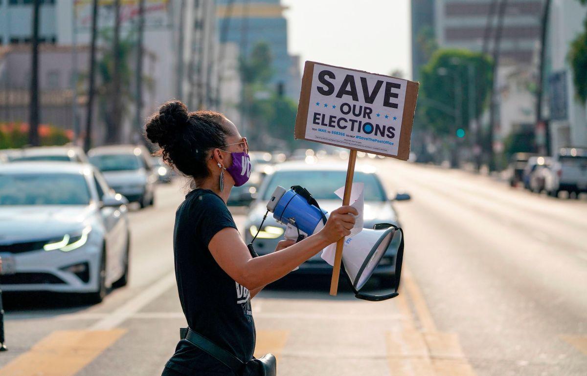 El reto de registrar y movilizar votantes latinos en medio del Covid-19 y los ataques de Donald Trump