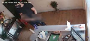 Buscan a un hombre que entró desnudo en un spa de Miami para agredir sexualmente a una empleada